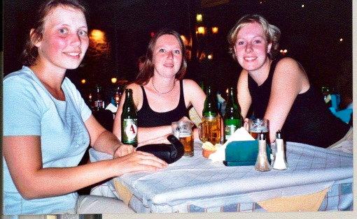 Maijke, Bertine, Karin op Lesvos (augustus 2002)